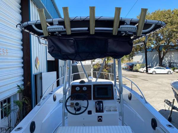 Photo 2000 keywest 2300 central console - $23,000 (fortlauderdale)