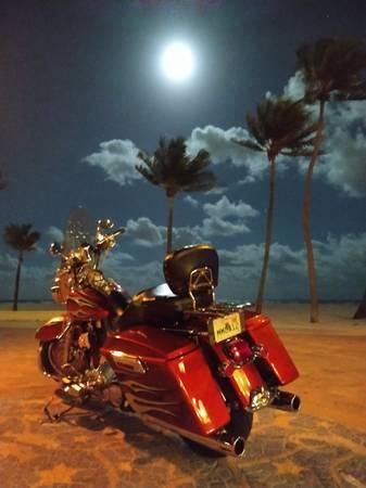 Photo 2004 road King quotcustom paint from Harley-Davidsonquot - $8,999 (Davie)