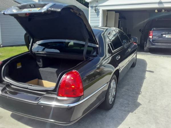 Photo 2005 Lincoln Towncar Limited - $7000