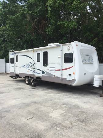 Photo 2005 mountaineer by Montana 32 foot super slide out Surroundsound ster - $7,900 (West Palm beach)