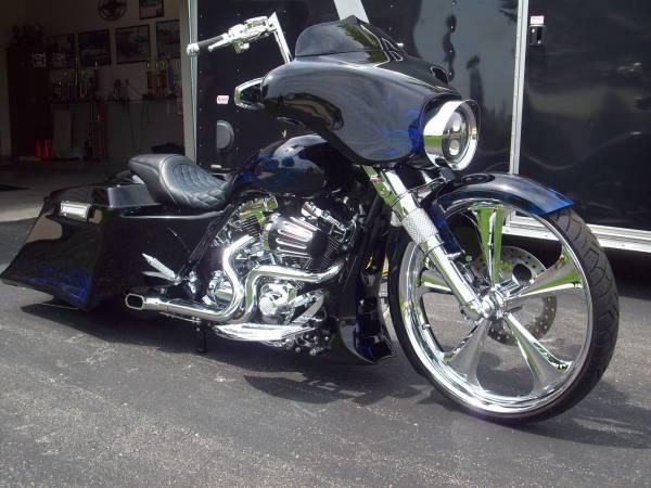 Photo 2011 Harley Davidson Street Glide FLHX Big Wheel Bagger 263939 Show Bike - $36,500 (Rockton)