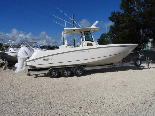 Photo 2013 32 Outrage Boston Whaler center console fishing boat - $179,900 (KEY LARGO)