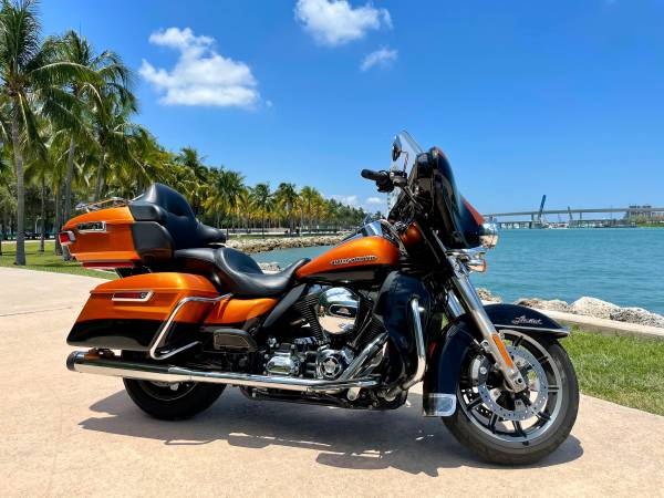 Photo 2014 Harley Davidson Electra Glide Ultra Limited - $13,999 (Downtown Miami)