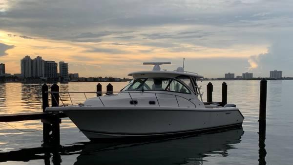 Photo 2014 Pursuit 345 Offshore (Boat Show Special) - $249,000 (Miami)