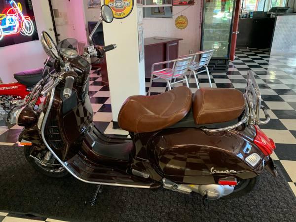 Photo 2014 VESPA GTS 300 - $5,000 (Lantana)