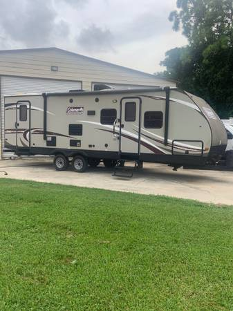 Photo 2016 Coleman 32 Foot Front queen bed two full-size bunkbeds super Slid - $14,900 (West Palm beach)