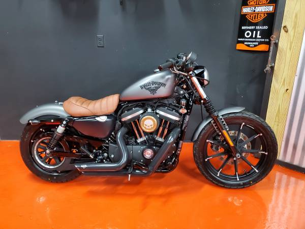 Photo 2016 HARLEY DAVIDSON IRON 883 LIKE NEW - $5,950 (Miami)