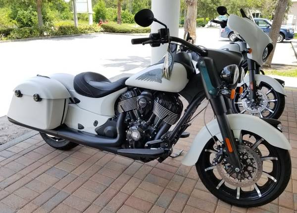 Photo 2019 Indian Springfield Dark Horse White Smoke - $17500 (Palm Beach Gardens)