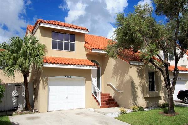 Photo $2500-32 Hollywood House-2 Story-Garage-White Kitchen-Pool-Gym-PetOk (North Hollywood - Emerald Hills - I-95 and Sheridan)
