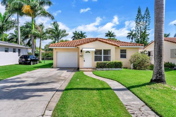 Photo $2750-32 Hollywood Lakes House-Beautiful-Screened Patio-Fenced Yard (East Hollywood - East of Federal-South of Johnson)
