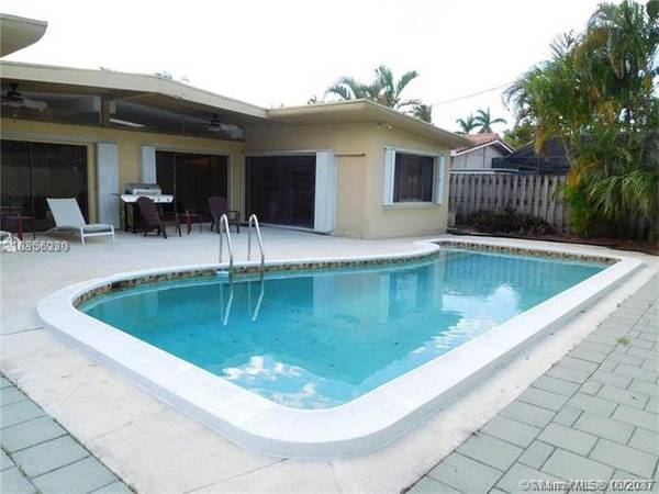 Photo $3200-32 Highland Lakes Pool Home-Great Condition-GREAT LOCATIONPets (Aventura - North Miami Beach - Highland Lakes)