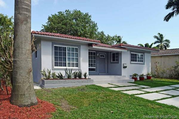 Photo $3300-32 Hollywood Lakes House-Stunning Remodel-Fenced Yard wHot Tub (Hollywood Lakes - East of Federal Hwy - Downtown)