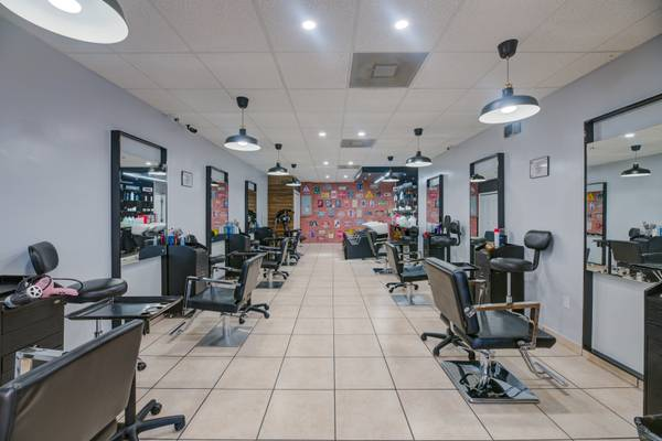 Photo Beauty  Nail Salon For Sale Right By FIU - $80000 (Miami Dade)