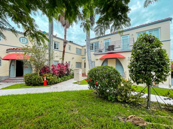 Photo Condo for Sale in South Beach Miami Renovated 1BD 1BA Street Parking (Miami Beach and South Beach)