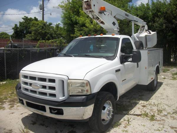 Photo For Sale Ford F-350 4x4 bucket truck 2007 - $19,900 (3321 nw 79th street miami fl)