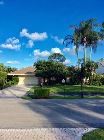 Photo GATED COMMUNITY 33 HOME WITH 2 CAR GARAGE  LARGE OPEN SPACES (Palm Beach Gardens)