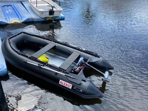 Photo Inflatable boat for sale with motor - $2,300 (Fort Laudertdale)