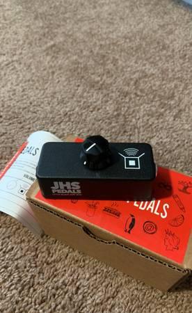 Photo JHS Little Black Amp Box - $35 (Wellington)