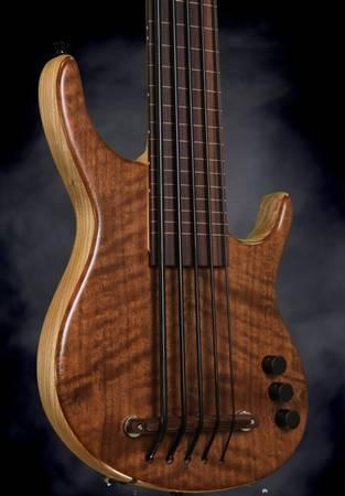 Photo Kala Custom Shop Exotic Walnut 5 String Fretless Ubass-Bass Guitar - $1899 (Hallandale Beach, FL)