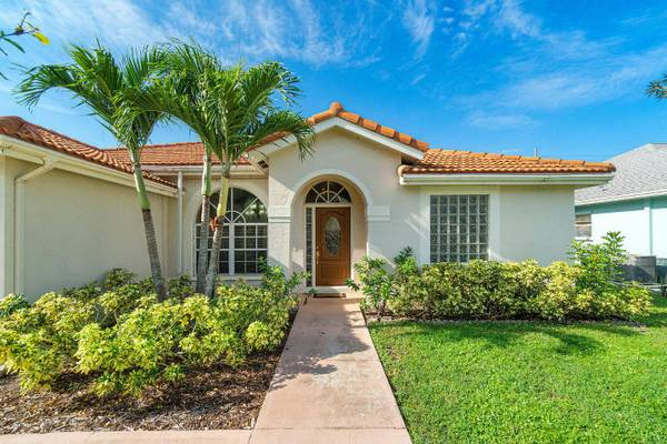 Photo Mint Condition 4 Bedroom Home in Cinnabar. The Home has Shutters for ... 4 Beds (Boynton Beach)
