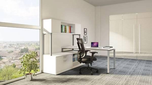 Photo Modern White Desk - $1 (Hialeah)
