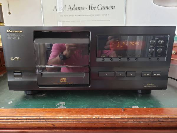 Photo Pioneer CD Player - $60 (Hollywood)