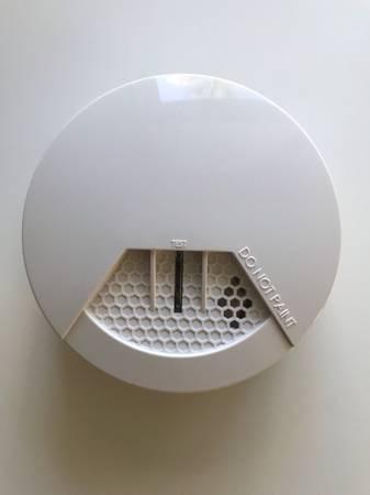 Photo SIMPLISAFE SMOKE DETECTOR - FIRST GEN. - $20 (FORT LAUDERDALE)