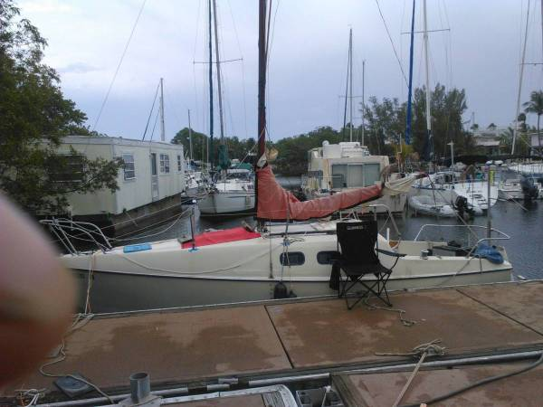 Photo Sailboat with Trailer 22 ft live aboard - $2,200 (S.fla)