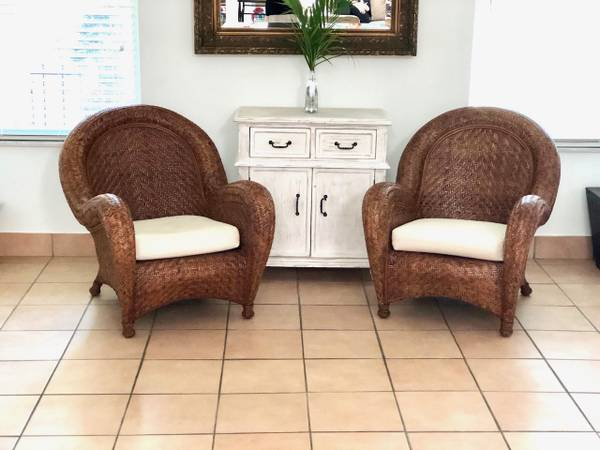 Photo Set 2 Pottery Barn Chairs Old Collection Gently used w cushions - $350 (boca raton)