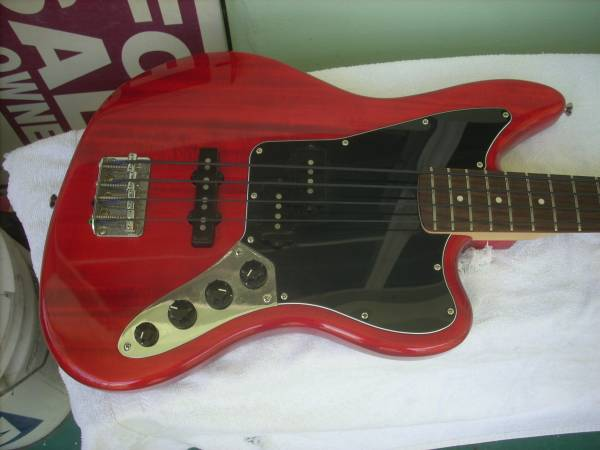 Photo Squier by fender 2012 jaguar vintage vibe bass guitar in near new cond - $325 (WPBch)