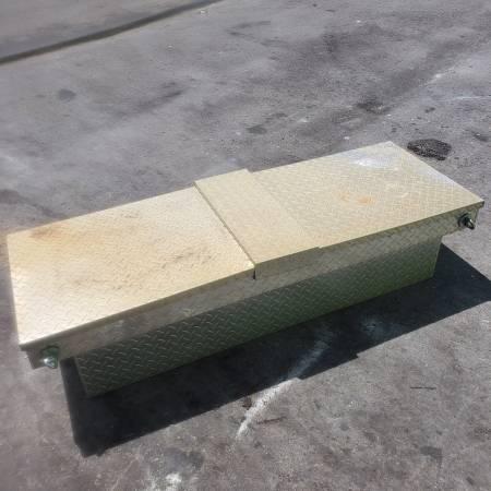 Photo TRUCK TOOL BOX - $50 (Tri county)