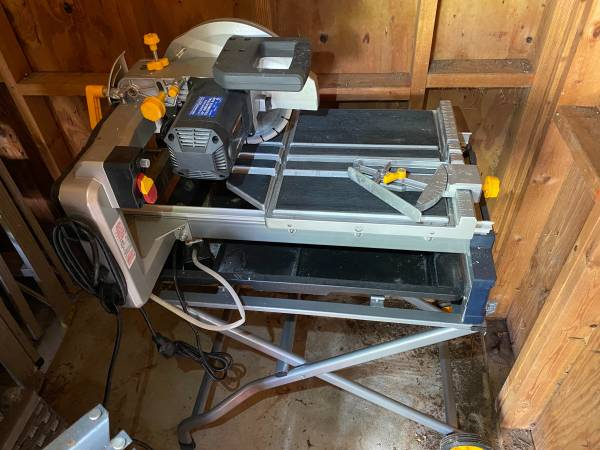 Photo Tile or Brick wet saw Chicago electric, harbor freight - $300