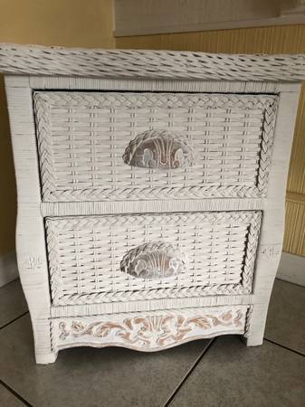 Photo Vintage Pier 1 Wicker End Table - $40 (Fort Lauderdale)
