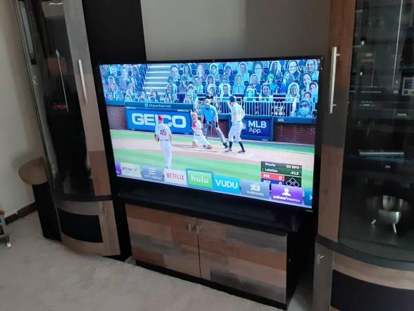 Photo Vizio 55quot LED Smart TV 1080p E-Series 55 Full-Array E55-C1 Like NEW - $300 (Hollywood)