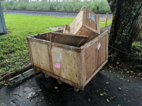 Photo Wooden shipping crates pallet based (Doral)