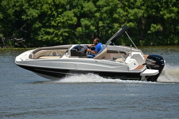 Photo 2017  Bayliner 190 DECK BOAT gtgtgt - $23,000