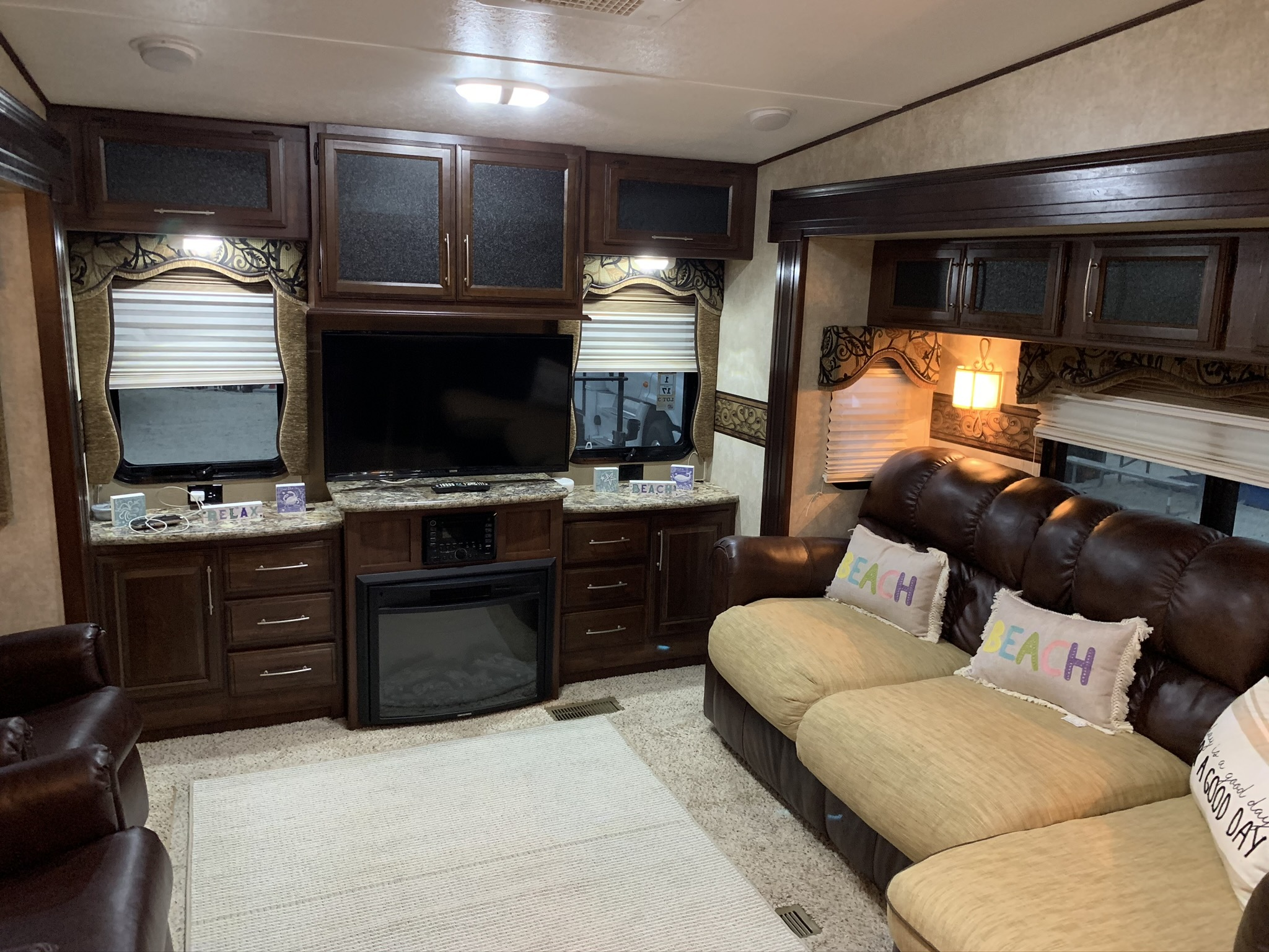 Photo 2014 Keystone COUGAR 327RES $ 22500     Get Financing as low as 243.00mo      Get Financing as low as 243.00mo