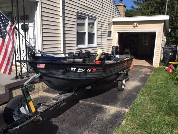 Photo 14 ft fishing boat w 25 hp motor - $2000 (Waukesha)