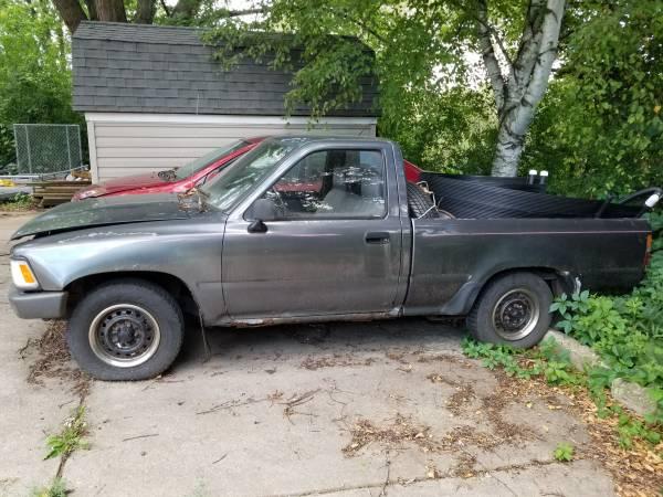 Photo 1990 Toyota pickup - $1000 (Richfield)