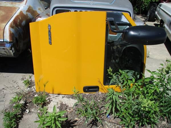 Photo 2003 -2011 GMC Chevy Express Van rust free drivers door - $65 (menomonee falls)