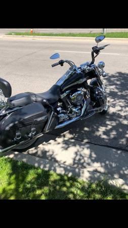 Photo 2003 Harley Davidson Road King (100th Anniversary edition) - $7,500 (Brookfield)