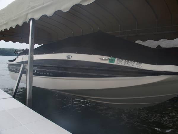 Photo 2008 Bayliner 197 Deck Boat - SALE PENDING - $14,900 (West Bend)
