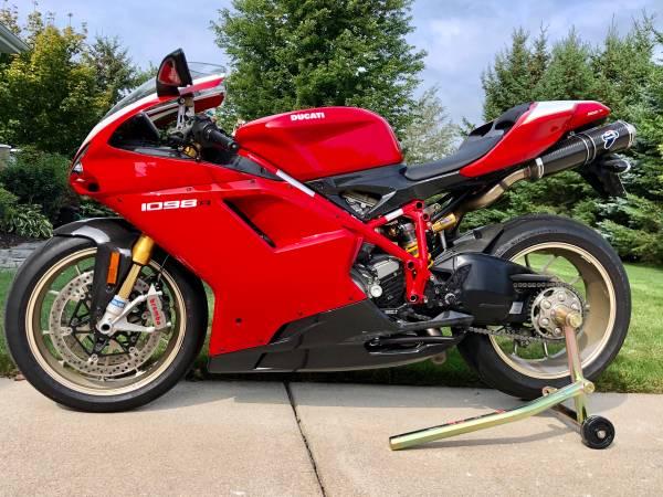 Photo 2008 Ducati 1098R - $17,999 (Waukesha County)