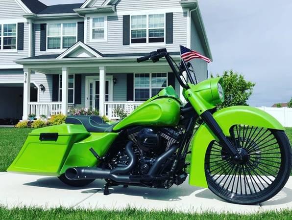 Photo 2013 Harley-Davidson Road King Custom Bagger - $24,500 (lake Geneva)