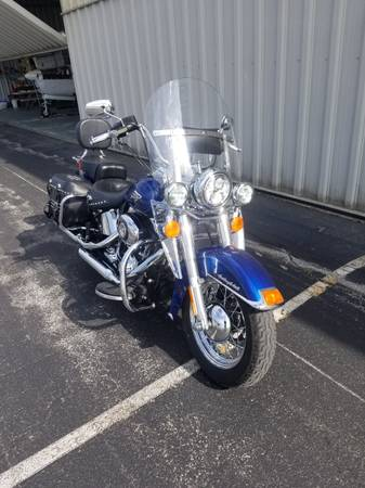 Photo 2015 Harley Davidson Heritage Soft Tail Classic Lot39s of Extra39s - $11950 (Waukesha)