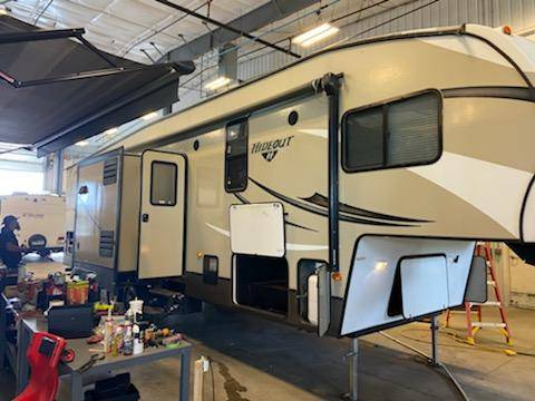 Photo 2015 keystone hideout 29ft fifth wheel with slide - $24,500 (Greenfield)