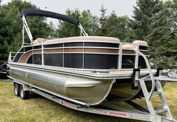 Photo 2017 Bennington 22 SSBXP swing back tritoon 115hp - $44,900 (Okauchee lake)