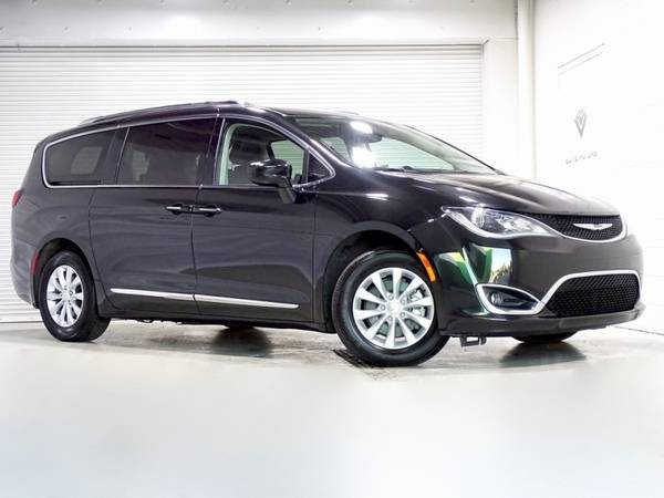 Photo 2019 Chrysler Pacifica Touring L Bad Credit, No Credit NO PROBLEM - $. (2019 Chrysler Pacifica Touring L Bad Cred)