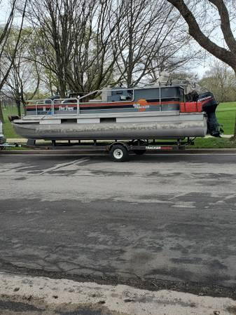 Photo 20 foot Sun Tracker pontoon boat, motor and trailer - $6,900 (Greenfield)