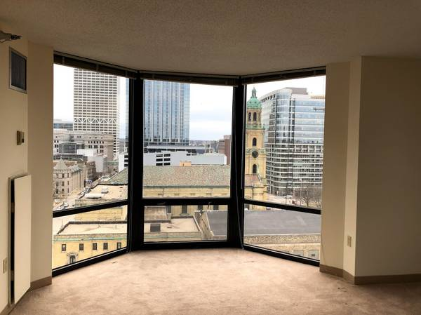 Photo 2 Bed, 2 Bath Sublet with amazing views (Yankee Hill, Milwaukee)